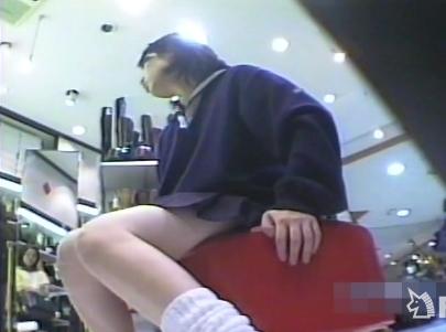 JKパンチラ隠撮!制服美少女がためし履きする瞬間に時は訪れた!