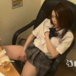 ネカフェの個室に隠しカメラ設置!制服女子のオナニー激撮w