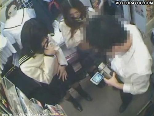 【盗撮】ブルセラショップ店長のお仕事内容がマジ天国な映像