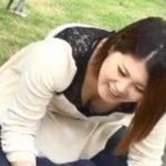 公園で子供連れの若奥様の福与かな胸元を凝視盗撮www