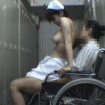 【淫行ナース盗撮】病院内ロッカーで車イスの患者に跨り性処理までする白衣の堕天使