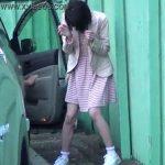 【放尿女子盗撮動画】我慢の限界を超えてしまいパンティも穿いたままオシッコ漏らした娘さんw