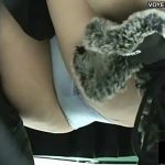 【パンチラ盗撮動画】雑貨屋で買い物中の美女のパンティを高画質カメラで拘りの隠し撮りw