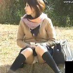 【パンチラ盗撮動画】清楚で雰囲気の良い美人お嬢さんの股間にズームするとPシミ発見w
