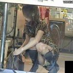 【パンチラ盗撮動画】ドコモショップのガラス越しに可愛いギャルのパンティを真向から隠し撮りw