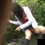 【パンチラ盗撮動画】デニム生地タイトミニの美人お姉さんの股間を覗くと放送禁止状態だったw