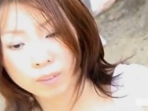 【胸チラ盗撮動画】美女や人妻の胸元だけでなく乳首までもが収録されてた本物映像発見w