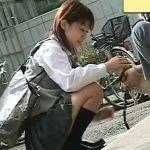 【パンチラ盗撮動画】自慢の愛犬の首輪にカメラを仕込むと美少女の自然体なパンティ覗き放題w