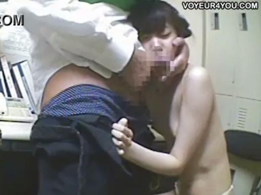 【強姦セックス隠撮動画】万引きで捕まりパンティ一枚で写真を撮られ中出しされるガリガリ微乳少女