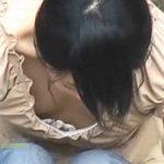 【胸チラ隠し撮り動画】ストリートで前かがみギャルの胸元から大人(男)も子供も大好きな乳首ゲットw