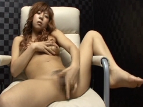 【オナニー隠し撮り動画】個室ビデオBOXでなかなかにハシタナイ恰好でオナりまくる美乳ギャル
