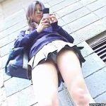 【パンチラ盗撮動画】美少女JKの全くもって警戒心のない下半身に狙いを付けた撮り師の大収穫w