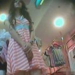 【パンチラ盗撮動画】美人ギャル店員が可愛らしいワンピと純白パンティ!計算し尽くしたビッチ臭だなw