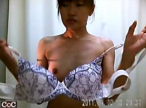 【着替え隠撮動画】現役レントゲン技師による女性患者の更衣室生オッパイ隠し撮り映像!