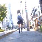 【パンチラ盗撮動画】ストーカーの如く女子高生を付け回して通学中にスカートが捲れた瞬間撮影