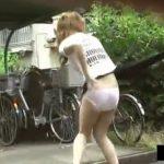 【イタズラ行為隠し撮り動画】白昼堂々とギャルのスカートを奪い取り鬼畜パンティ露出攻撃w