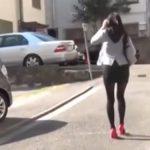 【おしっこ盗撮動画】野外で隠れておしっこしている女性を正面から隠し撮り!