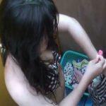 【シャワールーム盗撮動画】海の家のシャワールームにやってきたギャルを隠し撮り!!