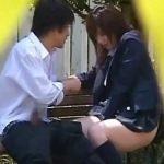 【カップル隠し撮り動画】性欲の塊の学生カップルが昼間っから公園で本番行為www