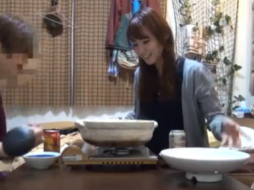 【SEX盗撮動画】ナンパした娘を家に連れ込んで鍋食べた後にSEXに持ち込むナンパ師技!!