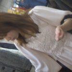 【パンチラ盗撮動画】洋服を夢中で選んでいる清楚系女子の隙を狙ってパンチラGET!