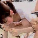 【胸チラ盗撮動画】野外イベントにやってきたスレンダー女性達の胸元をばっちりキャッチ!