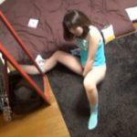 【オナニー隠し撮り動画】自宅に立ったままでおま○こしごいているお姉さんのオナニー姿
