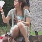 【パンチラ隠撮動画】お股もガードも緩い女性を正面から隠しカメラでパンチラGET!