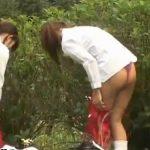 【着替え盗撮動画】JKの二人が野外で制服から体育着に着替えるところに遭遇したので隠撮