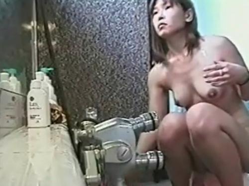 【女子風呂盗撮動画】素人女性がお風呂場での一部始終を隠しカメラで撮影!!