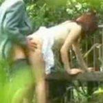 【SEX盗撮動画】人通りがないとはいえ白昼堂々と公園でセックスしているカップルが大胆ww