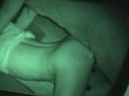 【SEX隠撮動画】夜の車内でシート倒してバックからカチカチちんこを挿入しているカップル