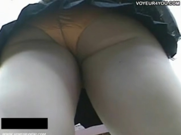 【パンチラ盗撮動画】超ミニスカギャルの豪華な下半身を徹底追跡!ムチッと食い込みも充実してビッチ臭ダダ漏れw