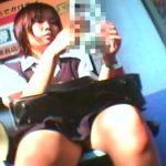 【女子高生盗撮動画】駅構内で発見した美少女JKに執着する鉄道オタクの撮り師!拘りぶりがマジ尋常でない!