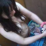 【着替え盗撮動画】ビーチの簡易脱衣所で生パイ隠し撮りされる黒髪女子大生!感度が良いのは確定済みだなw