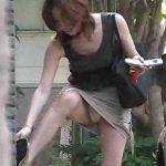 【パンチラ盗撮動画】盗撮師はいつでもどこでも狙っていますwwミニスカ美女の油断しているパンチラ映像!!