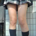【盗撮動画】現役女子高生のピカピカ美脚を高画質カメラで執拗に付け回す!電車対面・逆さ撮り尾行のお宝映像!