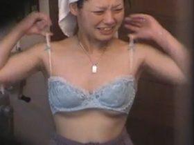 【盗撮動画】会社の慰安旅行先だった旅館摘発!女湯の浴場や脱衣所を隠撮!お気に入り女性社員の裸体入手w