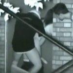 【セックス盗撮動画】密かに人気だった青姦スポットで立ちバック決めてるカップルを発見!ノゾキ男も映る貴重映像w