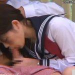 【セックス盗撮動画】公園ベンチで彼のチ●コを丁寧に頬張ってバックから青姦にゃんにゃんしてもらうJK美少女w