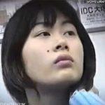 【パンチラ隠し撮り動画】電車で処女っぽいお姉さんを発見して気になっていたら股間が無防備でパンティGETw