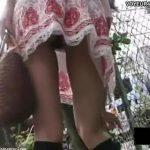 【パンチラ盗撮動画】彼氏待ちの激カワ娘さんが気合入り過ぎたTバック着用して見えてはいけないものが露出中ww