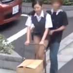 【イタズラ盗撮動画】真昼間の路上で制服OLの美女のスカートを後ろから強襲して強制まくり上げ!ダッシュで逃走w