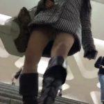 【パンチラ盗撮動画】人混みの中でギャルを追い回し追い回す執念のパンティ撮り師が撮影したリアル隠し撮り映像