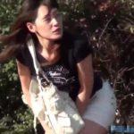 【聖水盗撮動画】超美形お嬢様の人生最低な瞬間!我慢できなくて野外放尿!人が来てマン力で止めてモゾモゾw