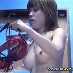 【着替え盗撮動画】クリッとしたお目目でほほ笑むとキュートな娘さんがモデルのバイト先更衣室で全裸を撮られた!