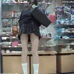 【パンチラ隠し撮り動画】制服JKの魅力満載!最上質な美脚娘を追跡撮り!終いにはしゃがみ込んだ股間まで激写w