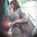 【パンチラ盗撮動画】街中至るところでギャルやお姉さんのパンティを逆さ撮りする危ない人物の投稿がマジで有能w