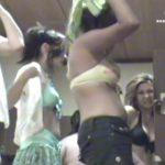 【リアル盗撮動画】スパ施設の女脱衣所で有能な仕事ぶりを発揮した女撮り師!ピチピチギャルだらけの楽園仕様w