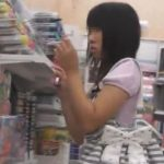 【パンチラ盗撮動画】女子高生じゃババア過ぎて耐えらんない方はこちらの若そうな女の子の高画質パンティどうぞw